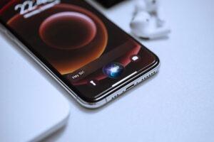 iPhone using siri
